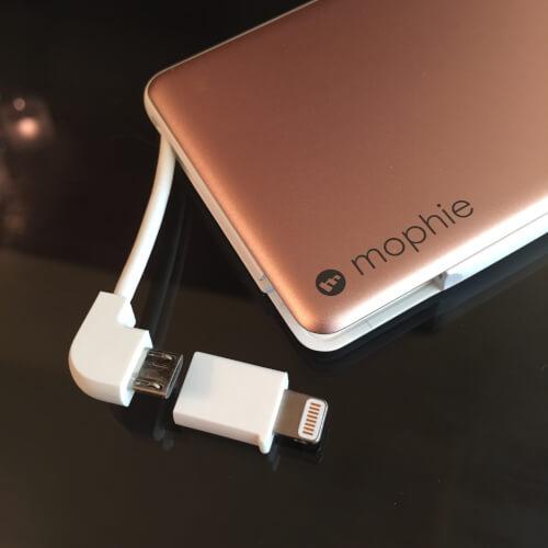 mophie powerstation plusはLightning変換端子付きMicro USBケーブル内蔵
