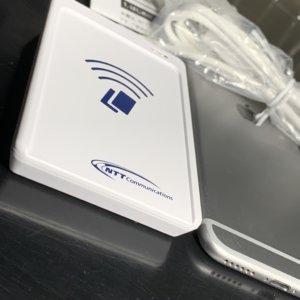 NTT ICカードリーダライタ (非接触型) ACR1251CLとiPhone6と厚さの比較